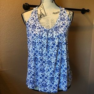 Cool top! Wear with your favorite jeans!
